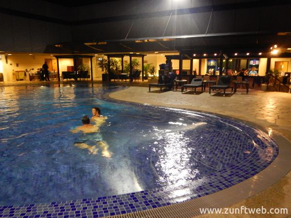dscn2363_swimmingpool_airport_singapur